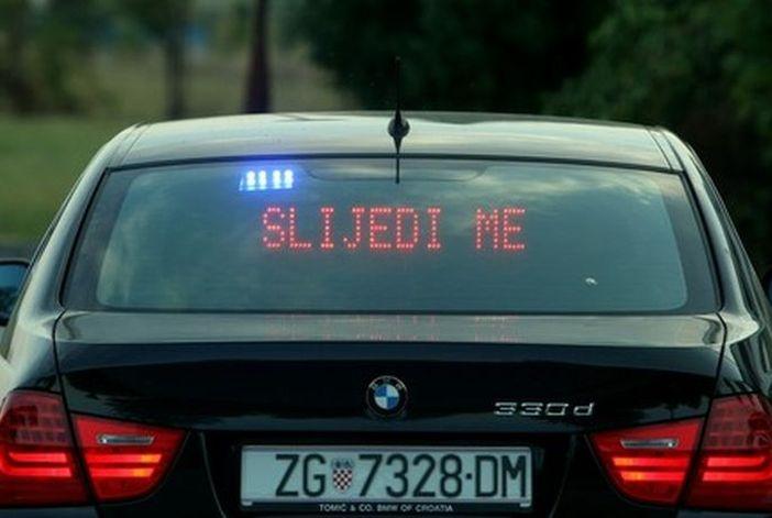 Filmske scene na autocesti. Vozač terenca pokušao izgurati policijsko vozilo s ceste!