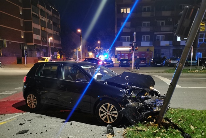 U prometnoj nesreći ozlijeđene dvije 21-godišnjakinje