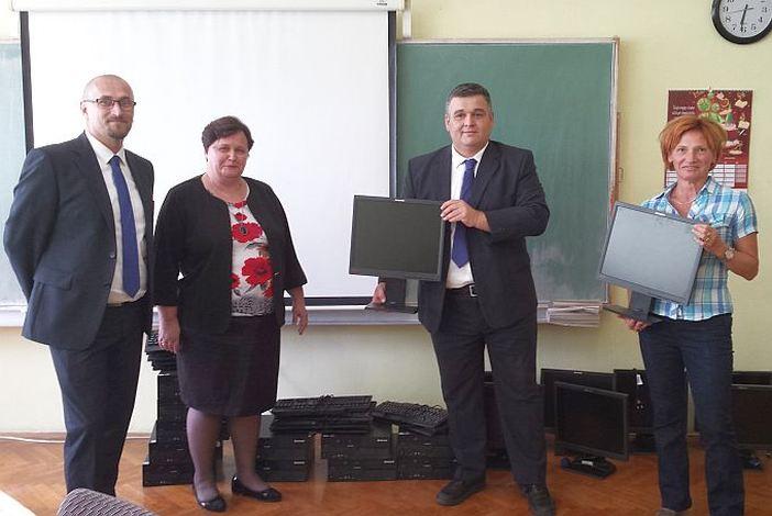 """OŠ """"Antun Mihanović"""" primila vrijednu donaciju Zagrebačke banke"""