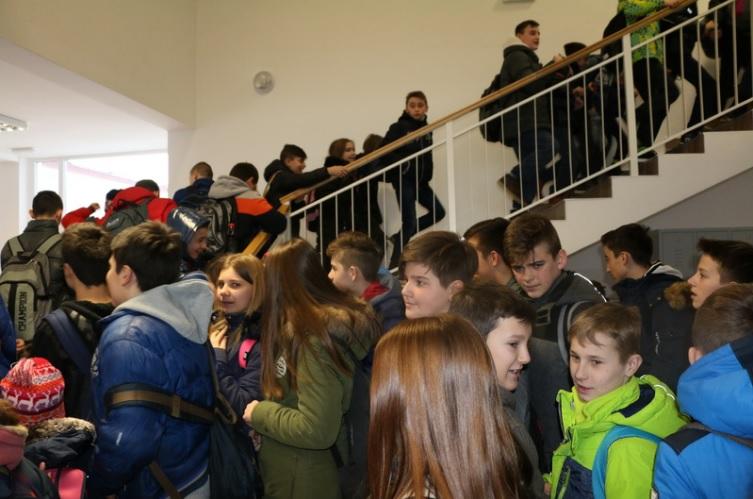 Drugo školsko polugodište učenici Područne škole u Podcrkavlju dočekali u novim klupama