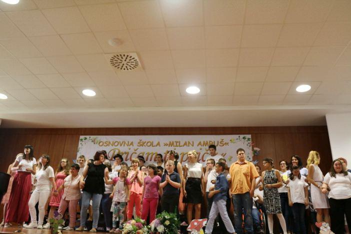 """Osnovna škola """"Milan Amruš"""" svečano proslavila svoj dan"""