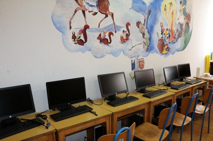 """Učenici OŠ """"Milan Amruš"""" dobili nova računala"""