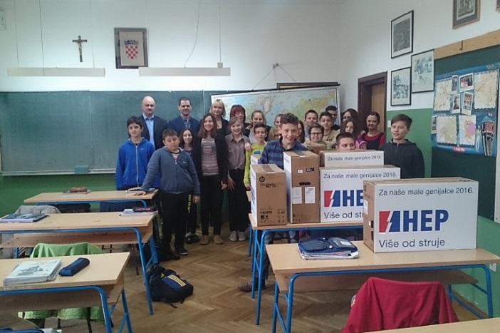 """HEP donirao četiri računala Osnovnoj školi """"Vladimir Nazor"""""""