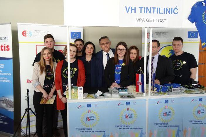 Učenici Ekonomske škole predstavljaju svoje vježbeničke tvrtke na Sajmu poslova u Splitu