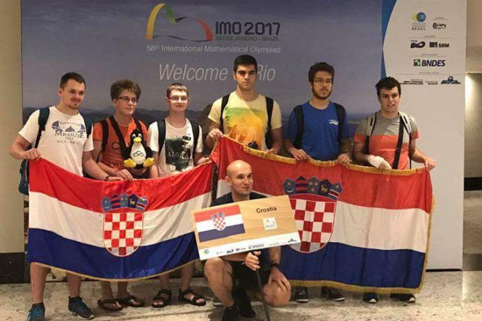 Brodski gimnazijalac Borna Šimić brončani na matematičkoj olimpijadi u Brazilu!