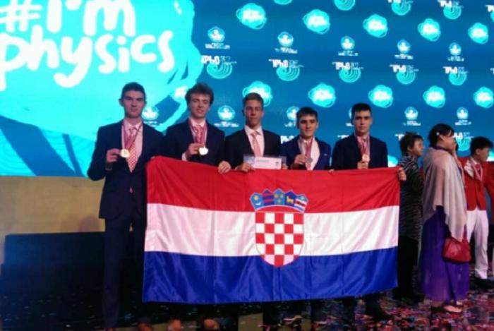 Brodski gimnazijalac Igor Kladarić osvojio brončanu medalje na olimpijadi iz fizike!