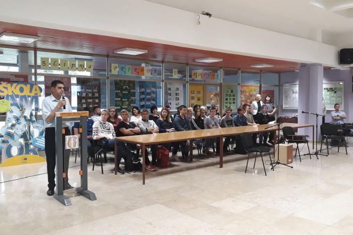 Gimnazija Matija Mesić danas je slavila u čast svojim najboljim učenicima