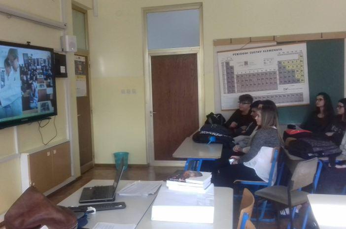 U Gimnaziji Matija Mesić držan Skype nastavni sat kemije