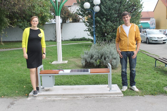 Solarna klupa, rad učenika Tehničke škole niže medalje