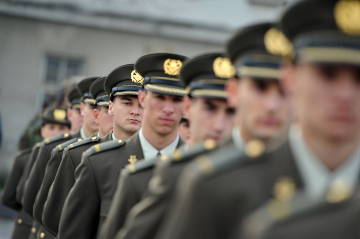 Natječaj za prijam 300 vojnika/mornara i 15 doktora medicine