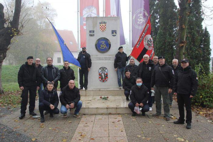 Branitelji obilježili Dan sjećanja na žrtve Vukovara i Škabrnje