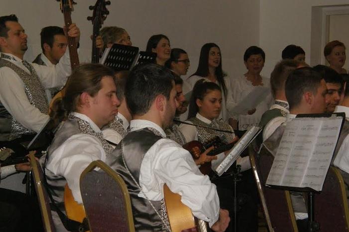 Božićni koncert za pamćenje Brodskog tamburaškog orkestra i 'Nena' iz Bošnjaka