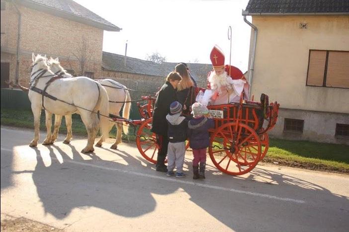 Sveti Nikola darivao mališane i u Slavonskom Kobašu