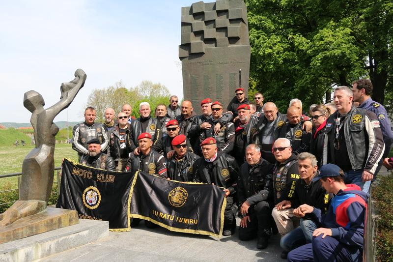 Članovi Moto kluba 4. Gardijska brigada Split posjetili Slavonski Brod