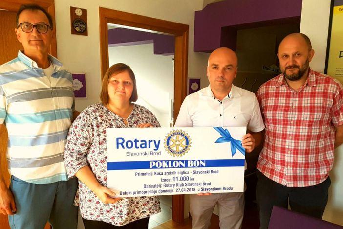 """Rotary klub Slavonski Brod uručio donaciju """"Kući sretnih ciglica"""""""