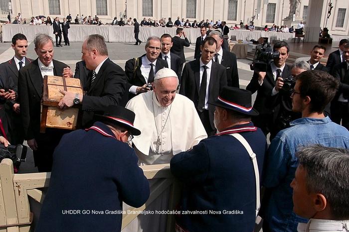 Branitelji iz Nove Gradiške pješačili 900 kilometara do Vatikana