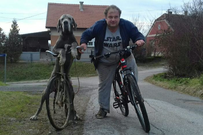 Doga Chosen uči biciklirati: Baka mu je vozila automobil
