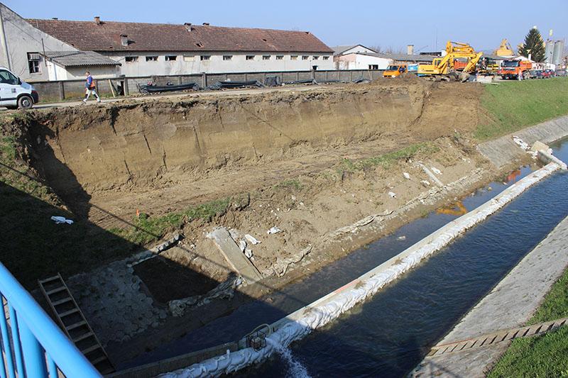 FOTOGALERIJA: Radovi na izgradnji kružnog toka na križanju Osječke i Zrinske ulice