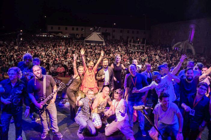 Bajaga & Instruktori u kolovozu u Slavonskom Brodu