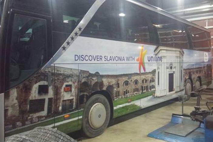 Jeste li vidjeli turistički autobus s motivima Slavonskog Broda?