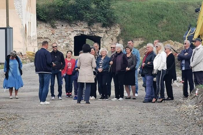 Brođani iskoristili priliku za turistički obilazak Tvrđave uz stručnog vodiča