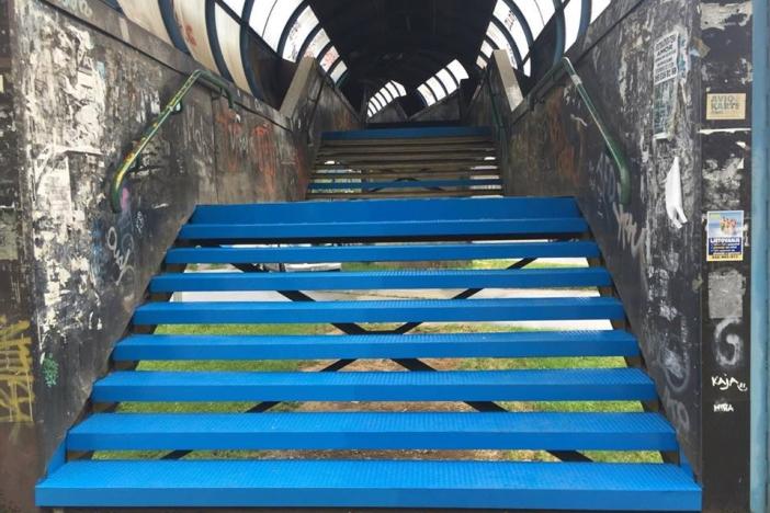 Stepenice bez guma, boja poput one na Vesni...Odrađuju li se radovi traljavo?