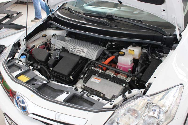 Učenici automehatroničari radili na hibridnom automobilu