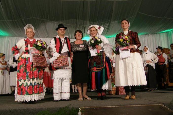 OBNAVLJAMO BAŠTINU: Na 6. Reviji narodnih nošnji u Trnjanima pobijedila nošnja iz Bosanske Posavine!