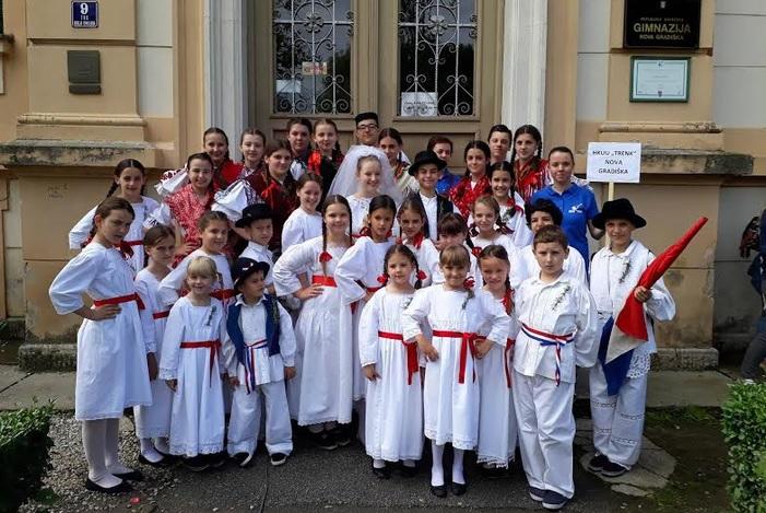 """Održana 1. manifestacija """"Djeca u Europi mogu skupa"""" okupila zaljubljenike u folklor, sport i kulturu"""
