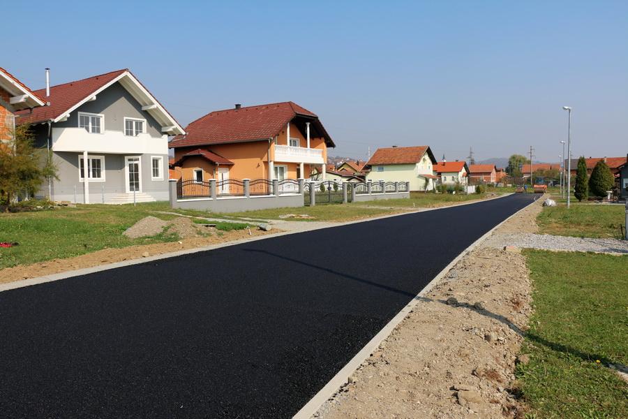 Asfaltirana cesta u Ulici Čaplja IV