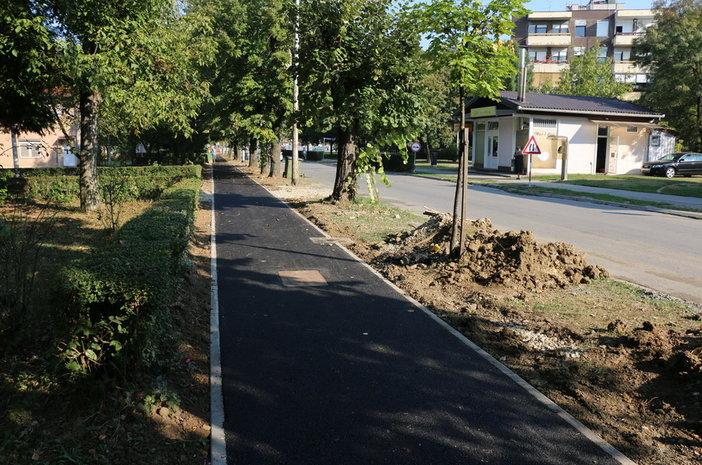 Asfaltinara pješačka staza u Gundulićevoj ulici