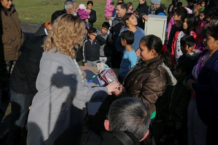 Djeci u Naselju Josipa Rimca podijeljeni novogodišnji poklon-paketi