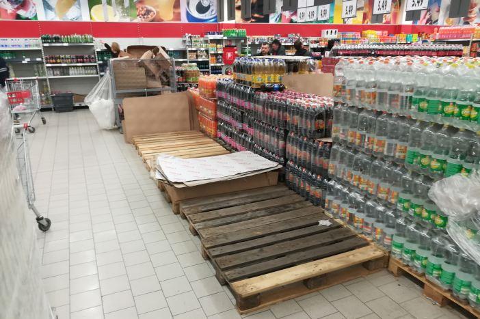 Gradska uprava otvorila dežurne telefone, građani kupili svu vodu u trgovačkim centrima