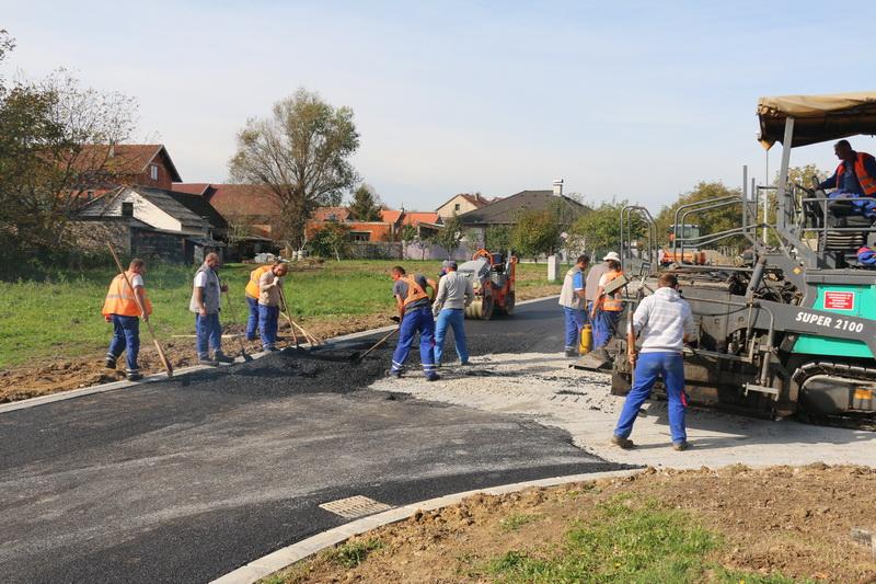 Polaganje asfalta u Omiškoj ulici