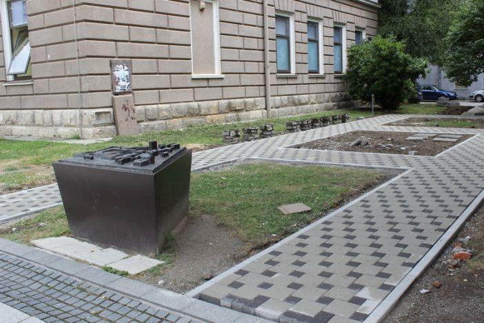 Napreduju radovi na obnovi parka kod Strojarskog fakulteta