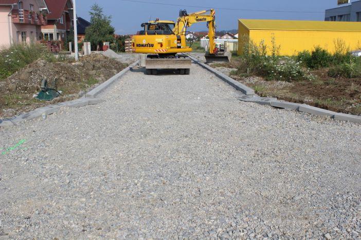 Napreduju radovi na izgradnji ceste u Naselju Marka Majstorovića