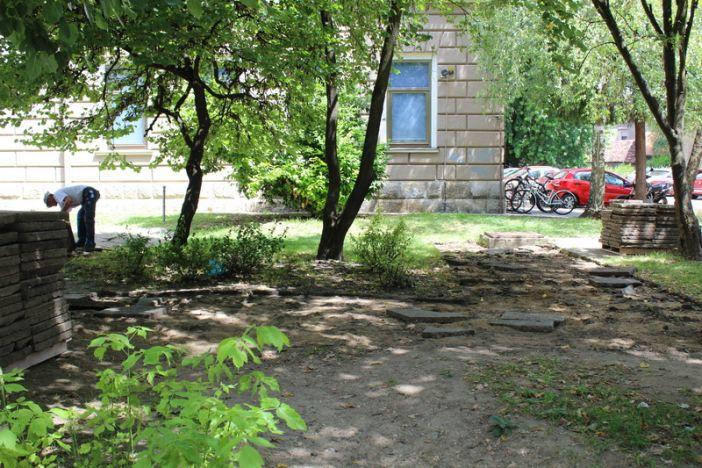 Započeli radovi na obnovi parka kod Strojarskog fakulteta