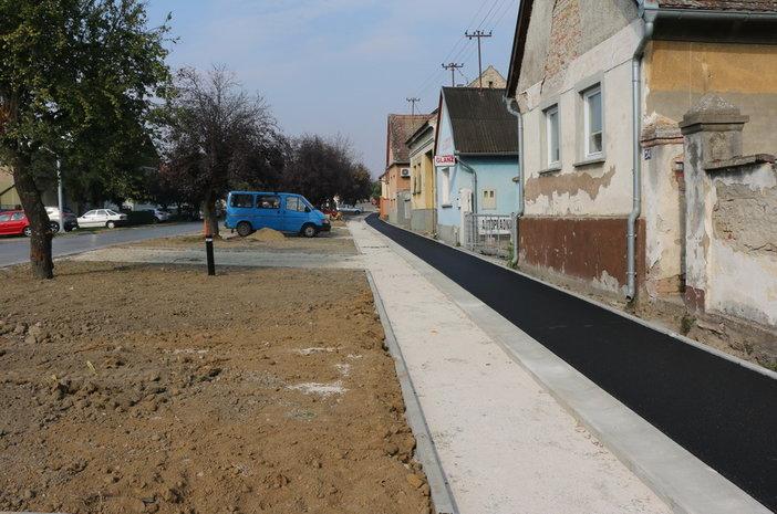 Započelo asfaltiranje pješačke i biciklističke staze u Zagrebačkoj ulici