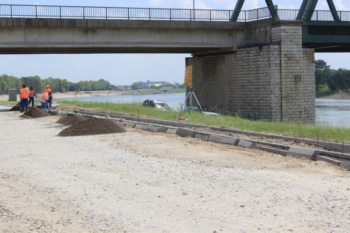 Započeli radovi na asfaltiranju nove pješačke staze u Ulici Sv. Franje