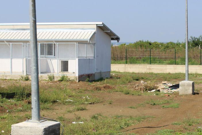 U tijeku radovi na postavljanju stupova za rasvjetu u prostoru azila za životinje
