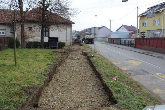 Gradi se  pješačka staza u ulici Tome Bakača
