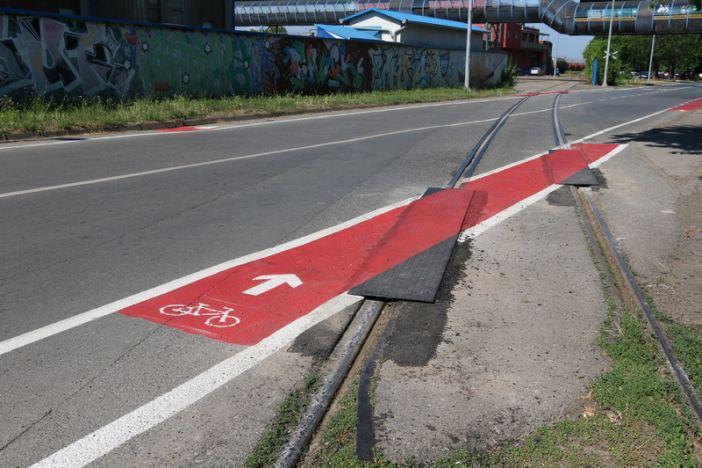 U Budakovoj ulici bolje rješenje za bicikliste; obilježene trake i sigurniji prijelaz preko tračnica