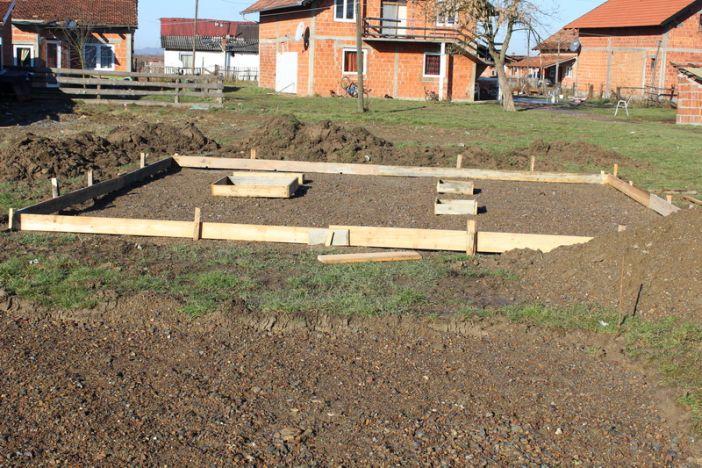 Započeli radovi na postavljanju modernog dječjeg igrališta u Romskom naselju