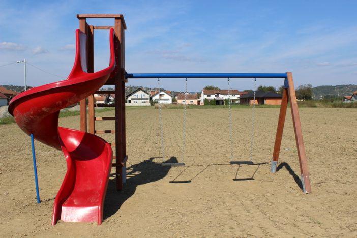 Postavljena nova dječja igrališta u Glogovačkoj ulici i u Naselju Marka Majstorovića