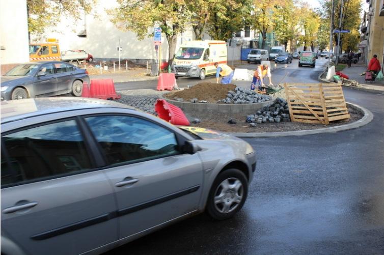 Asfaltiran novi kružni tok na križanju Gupčeve i Zrinske ulice