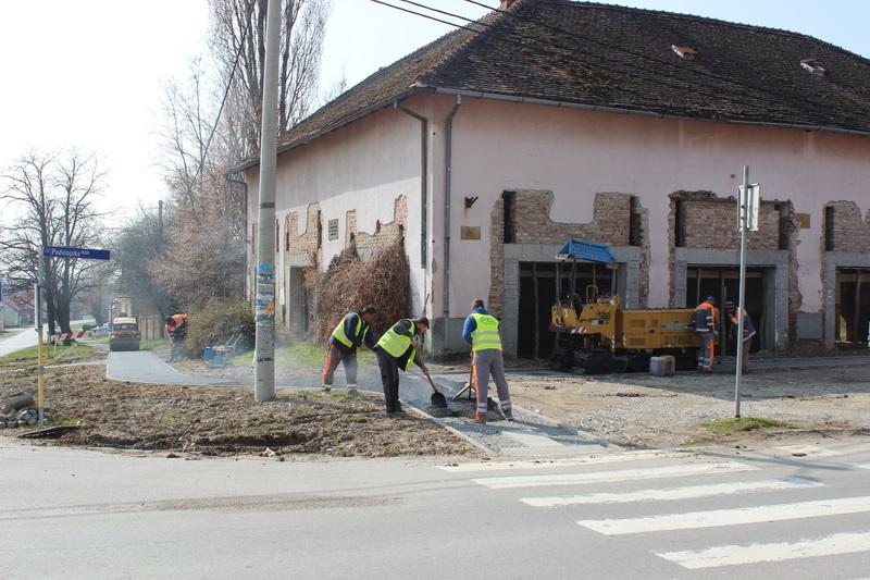 Započeli radovi na asfaltiranju pješačke staze u Ulici Kerdeni