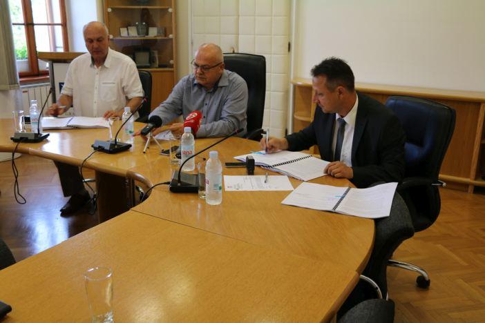 Potpisan ugovor o izgradnji novog mjesnog doma na Koloniji te ugovor o energetskoj obnovi OŠ Vladimir Nazor