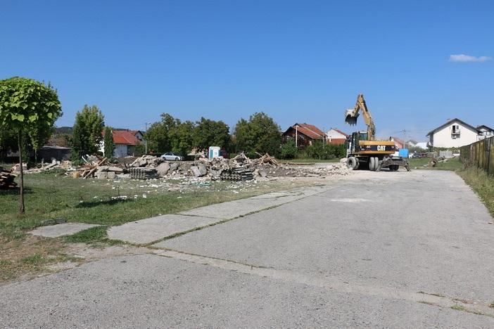 Srušena stara zgrada mjesnog doma na Koloniji