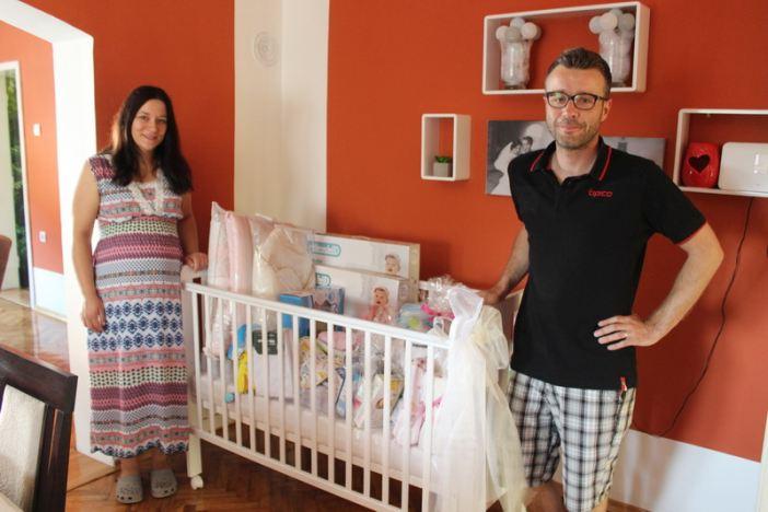Još četiri brodske obitelji dobile 5.000 kuna vrijednu opremu za prvo dijete