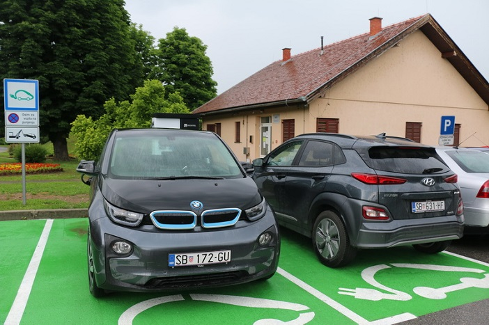 Brza DC/AC punionica vozila na električnu energiju u gradu Slavonskom Brodu
